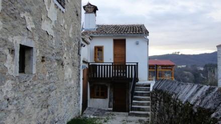 Kuća za pisce - Hiža od besid u Pazinu