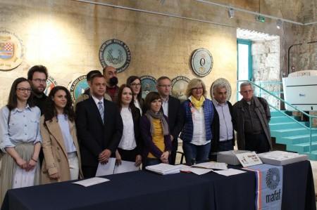 Potpisivanje ugovora o donaciji1