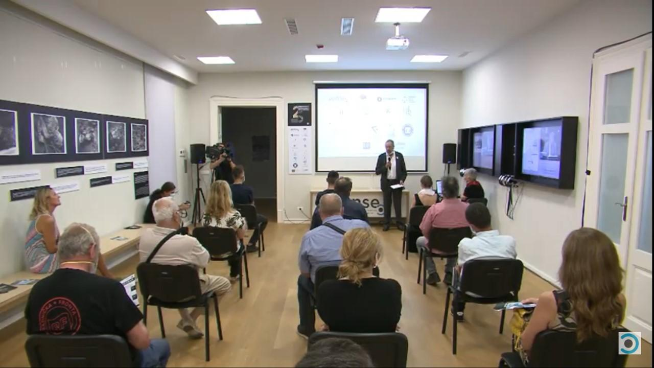 """Otvorena multimedijalna izložba """"Srebrenica: Genocid u osam činova"""" u pulskom centru SENSE"""