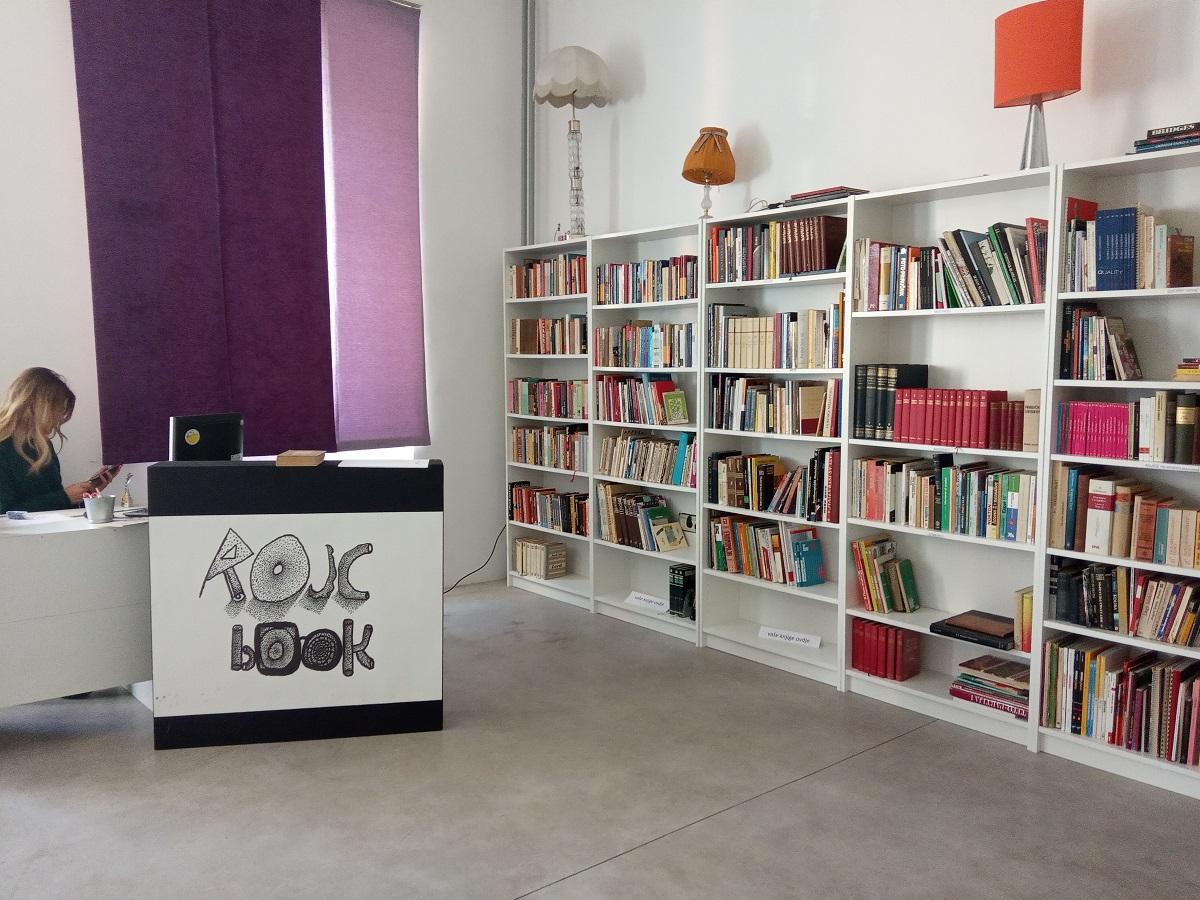 """Otvorena community knjižnica """"ROJCbook"""" Društvenoga centra Rojc"""